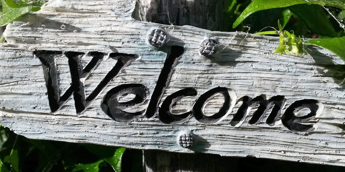 FEat2_0000_welcome-sign-724689_1280